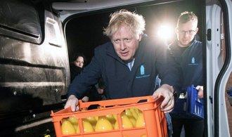 Boris Johnson ve volbách získá mírnou většinou, ukázal průzkum