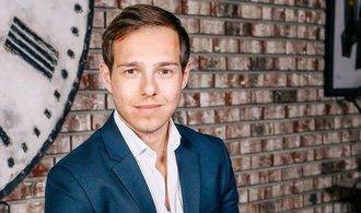 Pořiďte si kreditku co nejdřív, radí třicetiletý milionář a youtuber Graham Stephan