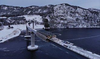 Stavbaři z Metrostavu v Norsku vzdorují tmě a bouřím. Most a dva tunely jdou do finále