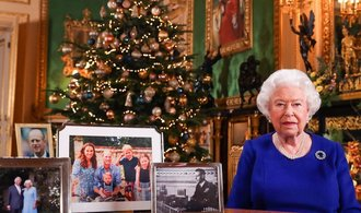 Britská královna v tradičním projevu mluvila o boji s klimatickými změnami. Pochválila mladé