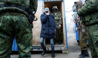 Ukrajina a proruští separatisté zahájili výměnu. Týkat by se měla více než stovky lidí