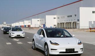 Tesla loni dodala rekordní počet vozů. Do světa poslala o polovinu víc aut než v roce 2018