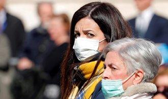 Úmrtí koronavirem mimo Čínu přibývá, padesát tisíc obyvatel ze severní Itálie je v karanténě