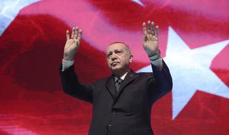Erdoğan vyzval Turky, aby nekupovali francouzské zboží. Čína chce bojkotovat americké firmy