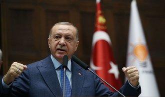 Erdogan rozšiřuje své impérium, reakcí mocných se nebojí