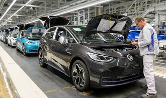 Volkswagenu spadl provozní zisk na 900 milionů eur