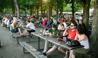Praha do konce roku odpustí restauracím nájem za zahrádky, schválili zastupitelé