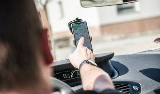 Uber v Americe šustí penězi. Řidiče však marně láká zpátky za volant