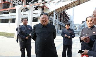 Kimovo zjevení na veřejnosti nedokázalo zastavit divoké spekulace o jeho dvojníkovi