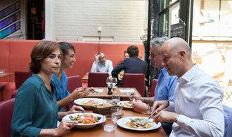 Průzkum: Kolik dáme za oběd v jídelně a kolik v restauraci