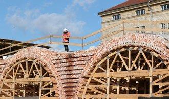 Negrelliho viadukt téměř opraven, vlaky vyjedou v pondělí