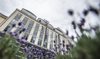 Miliardář Hubáček koupil sídlo J&T Banky naproti Hiltonu. Banka se stěhuje do Rustonky