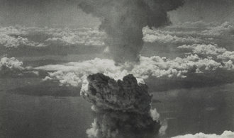 """OBRAZEM: Před 75 lety ozářilo Hirošimu """"druhé slunce"""". Tlaková vlna a žár usmrtily 350 tisíc lidí"""