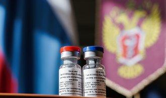 Rusové schválili první vakcínu proti koronaviru na světě. Odborníci před jejich Sputnikem ale varují