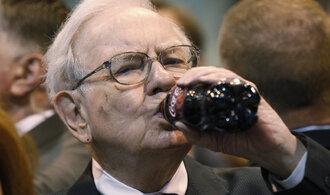 Čtvrtletní zisk impéria Warrena Buffetta by pokryl půlroční výdaje Česka. Pomohly Apple i Coca-Cola