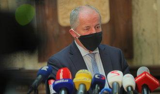 Nákaza covidem tento týden v Česku zpomalila, opatření jsou na místě, uvedl Prymula