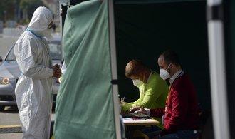 Volby z auta využilo 3672 lidí v karanténě, nejvíce ve Středočeském kraji