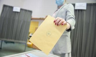 Začíná druhé kolo senátních voleb. Jde v nich o předsedu Senátu i poslední záchranu ČSSD