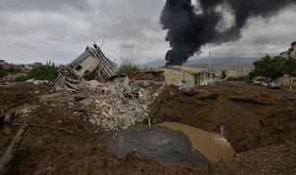 Boje o Náhorní Karabach se vyhrocují. Mrtví se počítají na stovky
