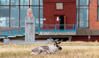 Nejsevernější socha Lenina a klavír Rudý říjen. Sovětská osada láká milovníky urbexu