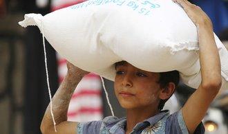 Nobelovu cenu za mír dostal Světový potravinový program. COVID-19 situaci hladovějících zhoršuje