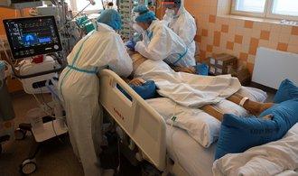Covidové scénáře. Kapacity nemocnic budou naplněné do konce října, tvrdí ÚZIS