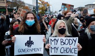 Polky jezdí za potraty i do Česka. Ne všude jim vycházejí vstříc