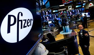 Manažeři Pfizeru nezískali, kolik mohli. Prodali akcie firmy před oznámením průlomu ve výzkumu vakcíny