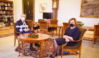 Zemanovo veto by daňové změny jen zdrželo. Sněmovna Hrad přehlasuje