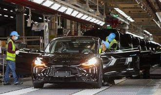تسلا بر چین حکومت می کند.  با این حال ، مبارزه برای بزرگترین بازار خودروهای الکتریکی در حال شدت گرفتن است