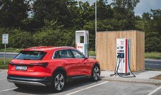 Die Anzahl der Ladestationen für Elektroautos in der Tschechischen Republik steigt von 10 Autos pro Station