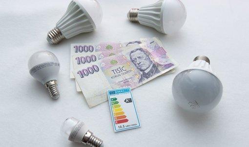 Obehrané LED žárovky pořád fungují. Jaké jsou další triky podomních prodejců?