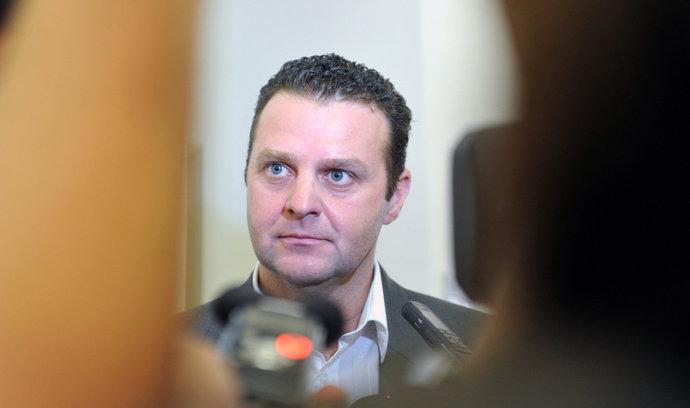 Poslanci odmítli komunistu Ondráčka, nezvolili ho do čela komise pro kontrolu GIBS