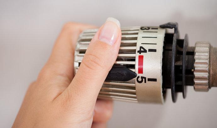 Jak ušetřit za topení? Péčí o radiátory i správným větráním