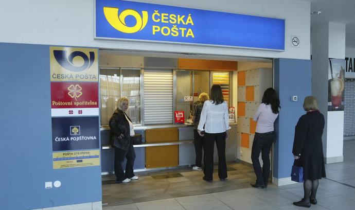 Pošta získá 800 milionů za ztráty z minulých let, zvýší platy doručovatelkám