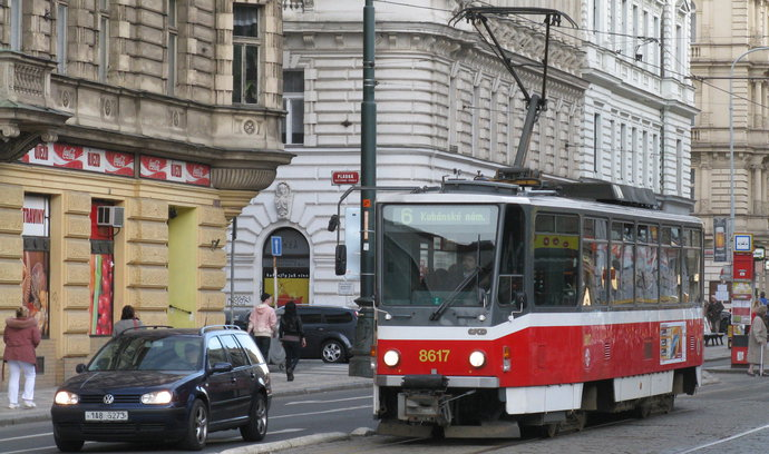 Praha vypracuje studii na zklidnění dopravy na Újezdě v Praze 1