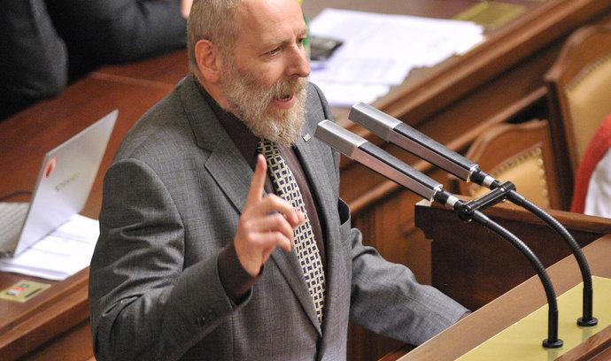 Babiš se chová jako hospodský tlachal, ohrazuje se člen sněmovní komise Korte