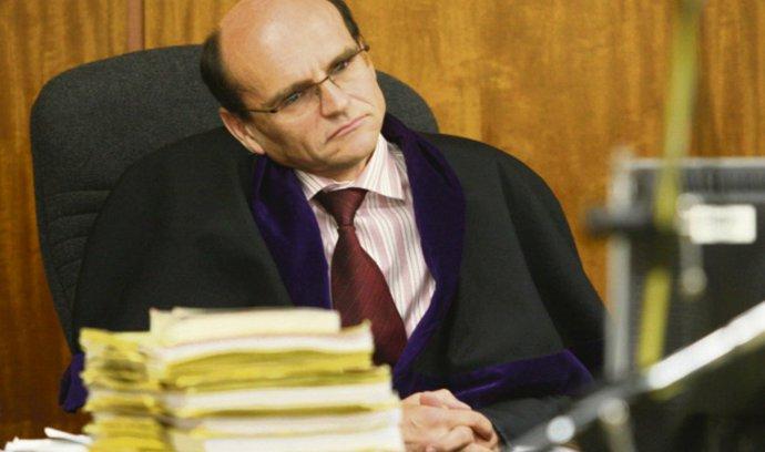 Pelikán zprostil výkonu funkce soudce Elischera