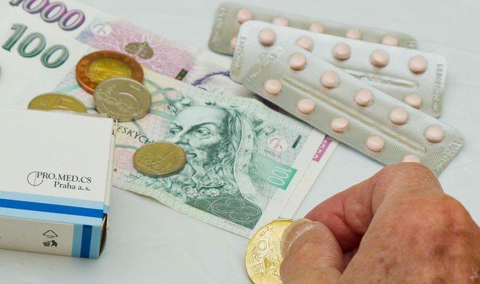 Budou mít důchodci nižší doplatky na léky?