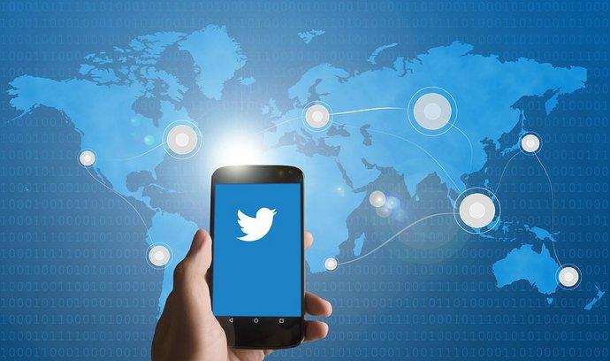 Twitter vyhlašuje boj dezinformacím, spojil se s IBM