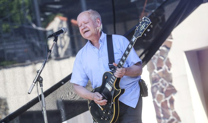 Kytarista Radim Hladík a zakladatel skupiny Blue Effect zemřel. Bylo mu 69 let