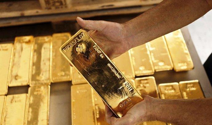 Investoři nakoupili nejvíce zlata v historii, předběhli i zájemce o šperky