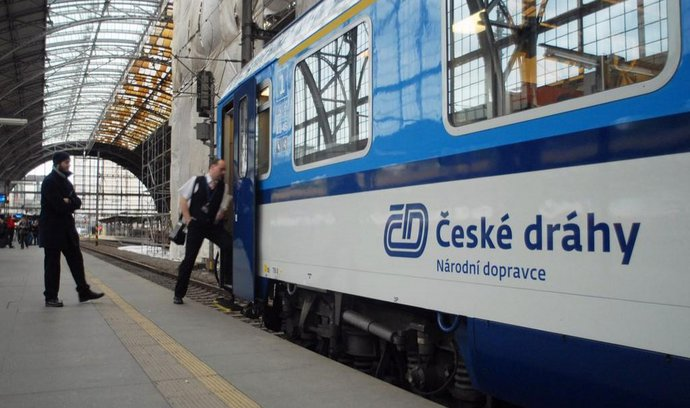 Trainload of cash pulls in for Czech Railways