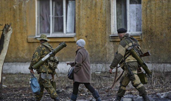 Mír, nebo ofenzivu! V Doněcku protestovaly stovky lidí