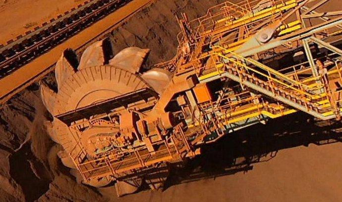 Těžařský obr Rio Tinto v pololetí vydělal nejméně za 12 let