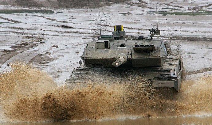 Německo nakoupí desítky tanků a vrtulníků. Na zbrojení dá 130 miliard eur