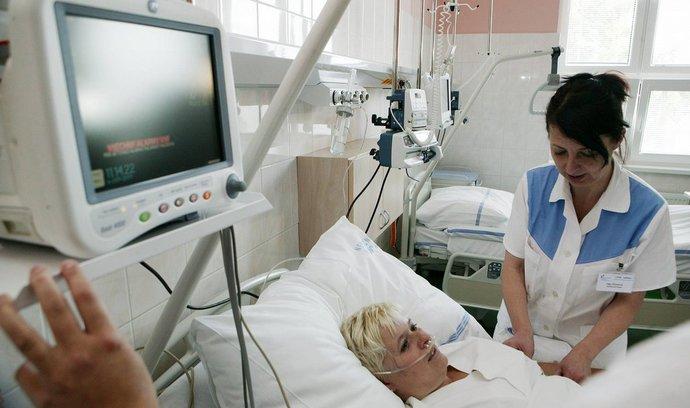 I bez diplomu: zdravotní sestry nebudou potřebovat vysokoškolské vzdělání, rozhodli poslanci