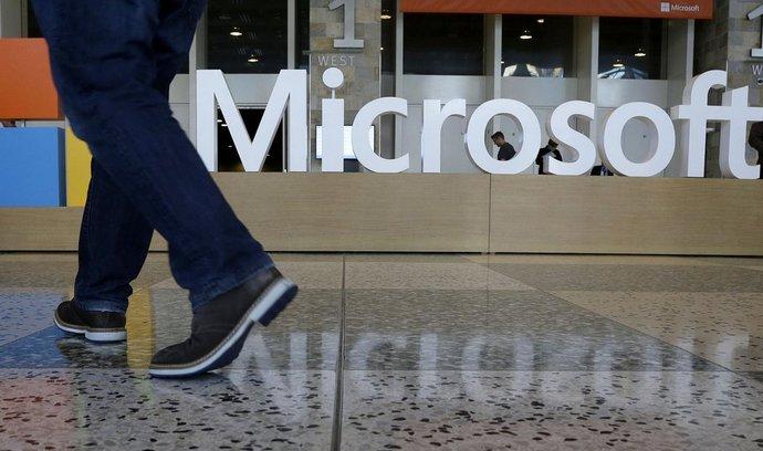 Microsoftu klesl zisk o 15 procent. Kvůli dolaru a slabému trhu s počítači
