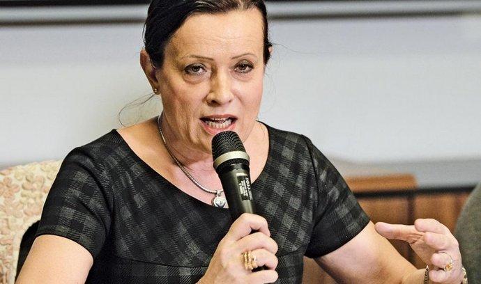 Vitásková nespadá pod služební zákon, potvrdila sněmovna v novele