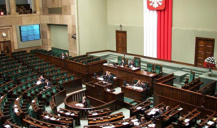 Polský Sejm schválil slevy pro velké rodiny na dopravu či úřední úkony